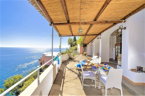SEA ACCESS ☀️SOLARIUM ☀️PARKING ☀️ RAVELLO SEASIDE