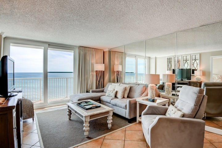 Gorgeous gulf front condo with onsite pool, full kitchen, walk to the beach!