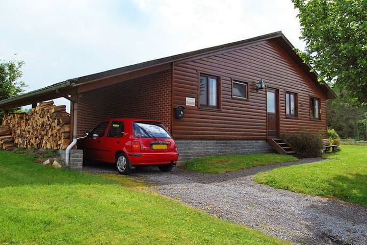 Cozy Holiday Home in Somme-Leuze with River View