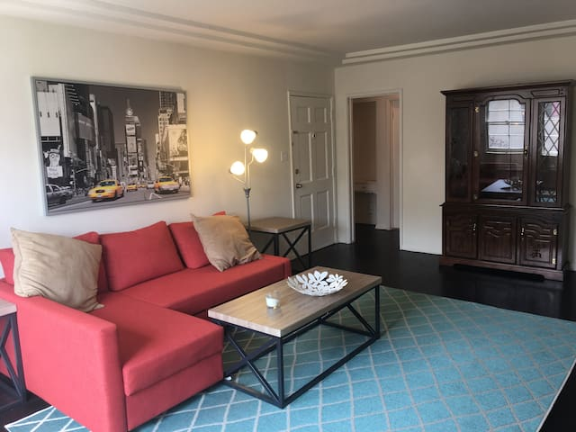 BEST VALUE AND LOCATION!!! WEST LA BEV HILLS WEHO - Los Angeles - Apartment