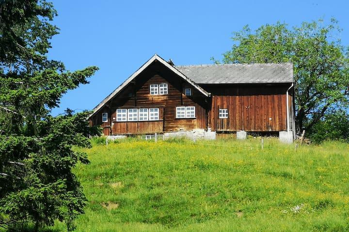 Rustikales Bauernhaus mit Fernsicht