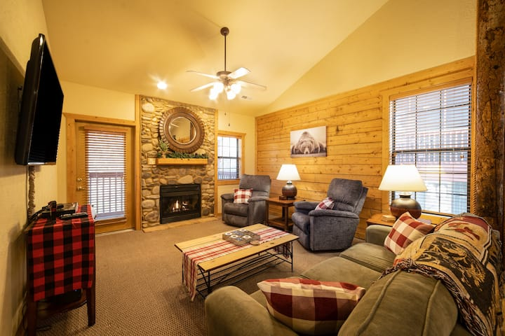 2 Bed, 2 Bath Cabin with Jetted Tub