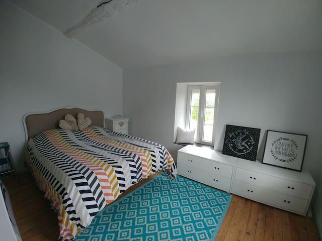 Jolie chambre sous toit avec vue