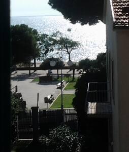 Casa in centro e davanti al mare con garage - Follonica