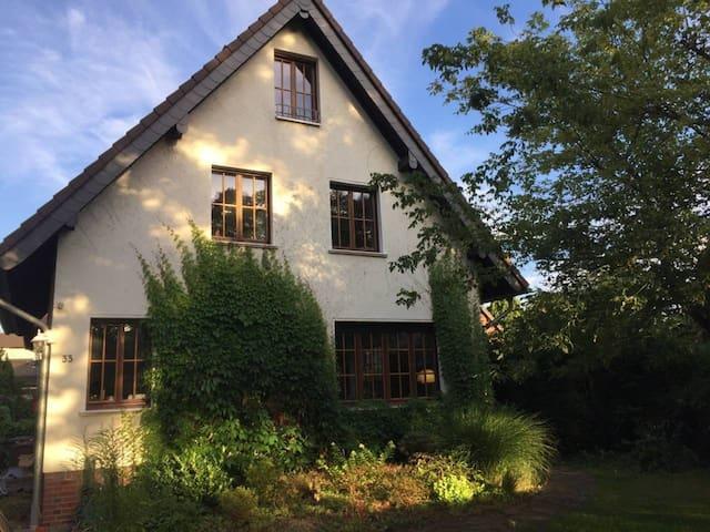 Rheinbach: Schönes Zimmer in ausgebautem Dachstuhl