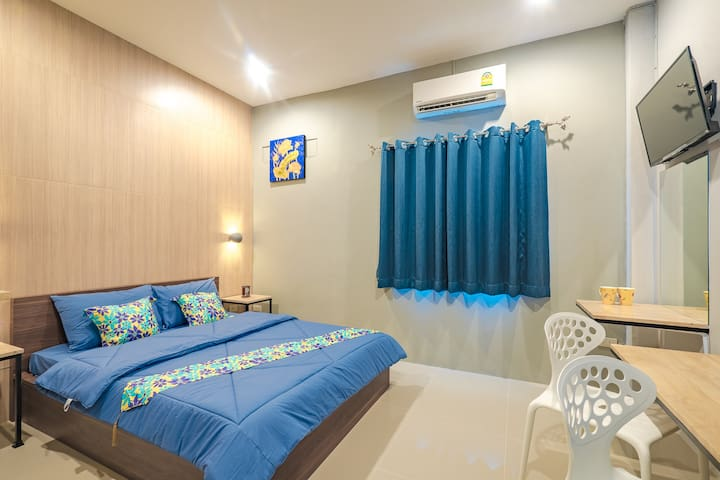 Superior Double Room 239 @ Penyos Residence