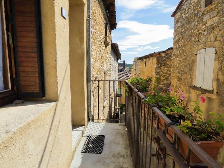 Gîte en Sud Ardèche dans un village au calme