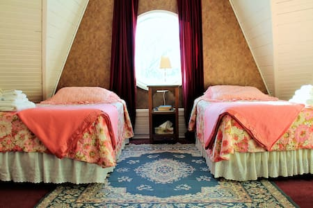 Bell Aura ~ Gable Room