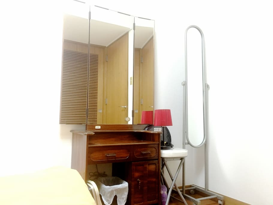 Bedroom 1 w/ dressing mirror table and closet