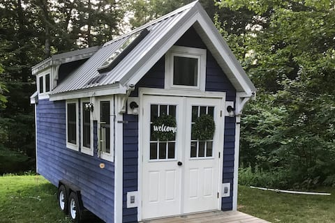 Experience the Tiny Life in a Tiny House on Wheels