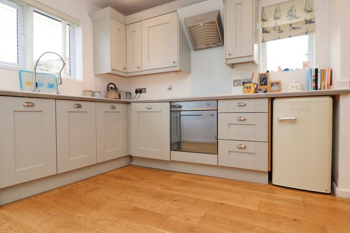 Smart and clean self contained annex in    Padstow