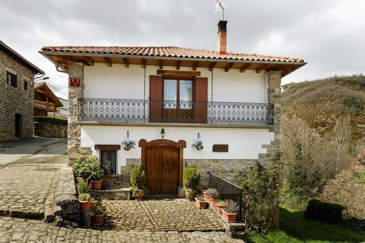 Casa en valle Salazar. Alquiler de larga duracion