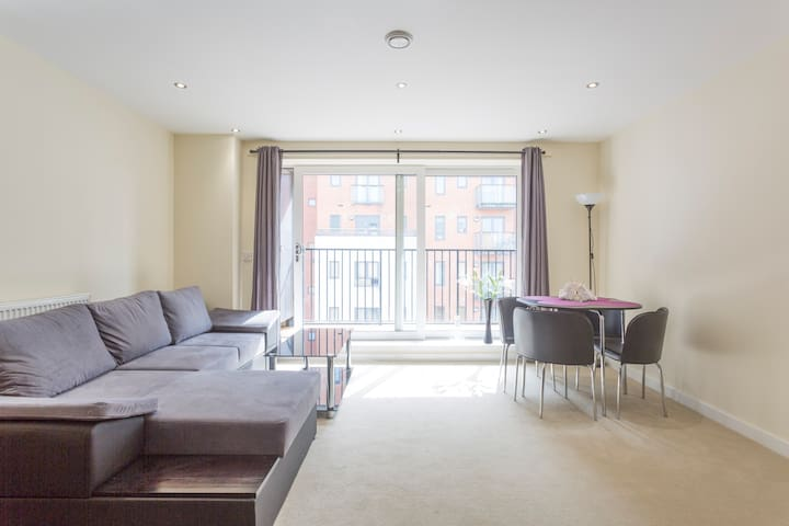 Bright new flat in central location - Southampton - Daire