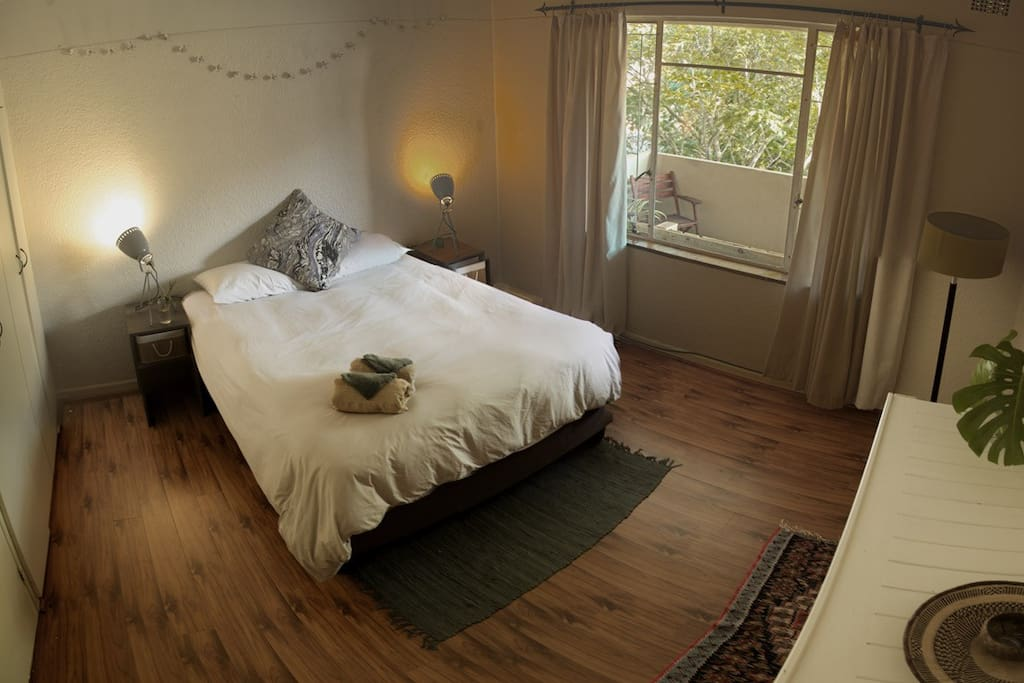 Main bedroom with queen sized bed