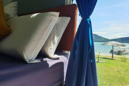 U.C Private Lodge - Family Sunset Room (3 Pax)