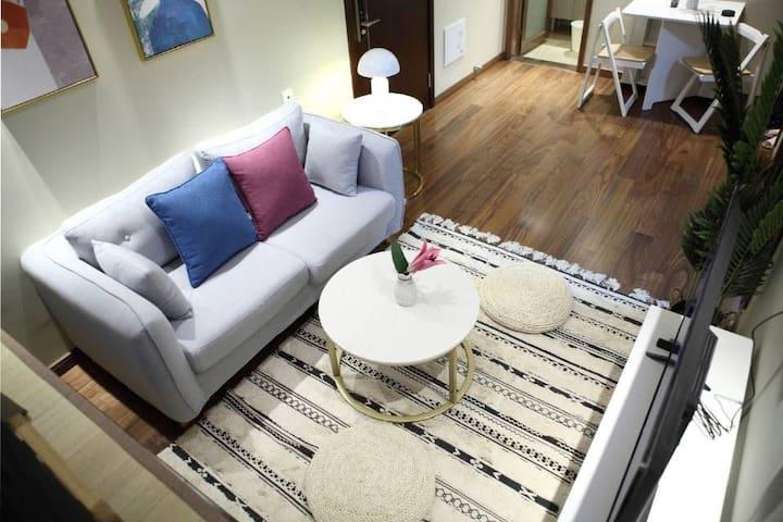 客厅,北欧布艺沙发,手工织造纯棉地毯,禅垫
