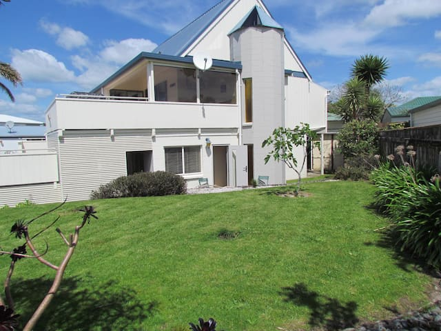 The Sandcastle, Ohope - beach house - Ohope - Annat