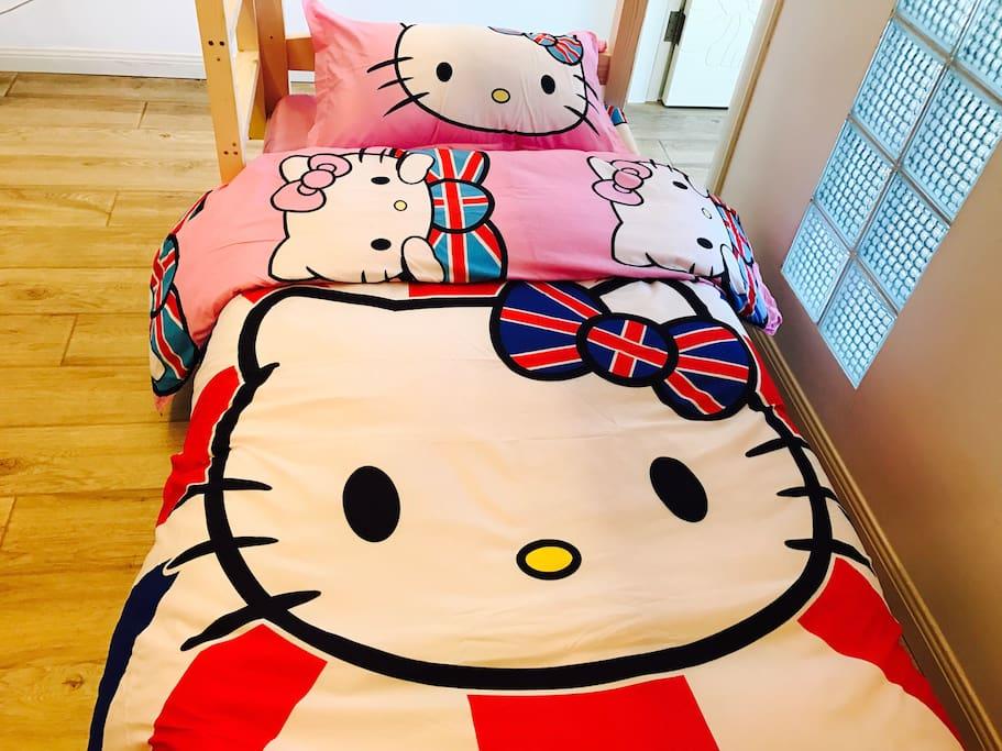 kitty 6人女生间床位上下铺