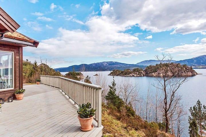 4 star holiday home in VALEVÅG
