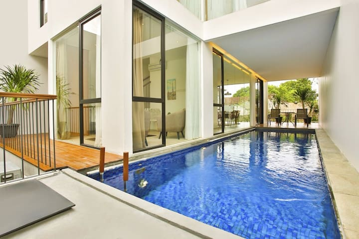 Beautiful 4 bdrm house in kemang prime area.