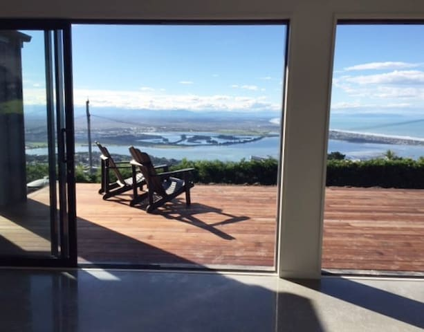Christchurch, Mountain & Sea Views, Eco Living.