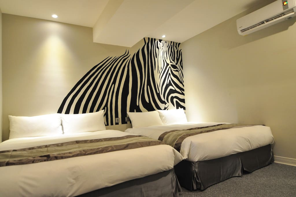 406-黑白小馬(斑馬 Zebra) Two Double Bed Room with Private Bathroom
