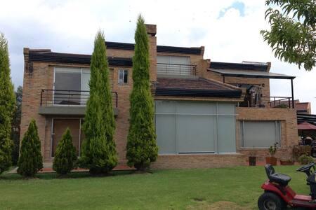 Casa Campestre rodeado de naturaleza - Bogotá - House