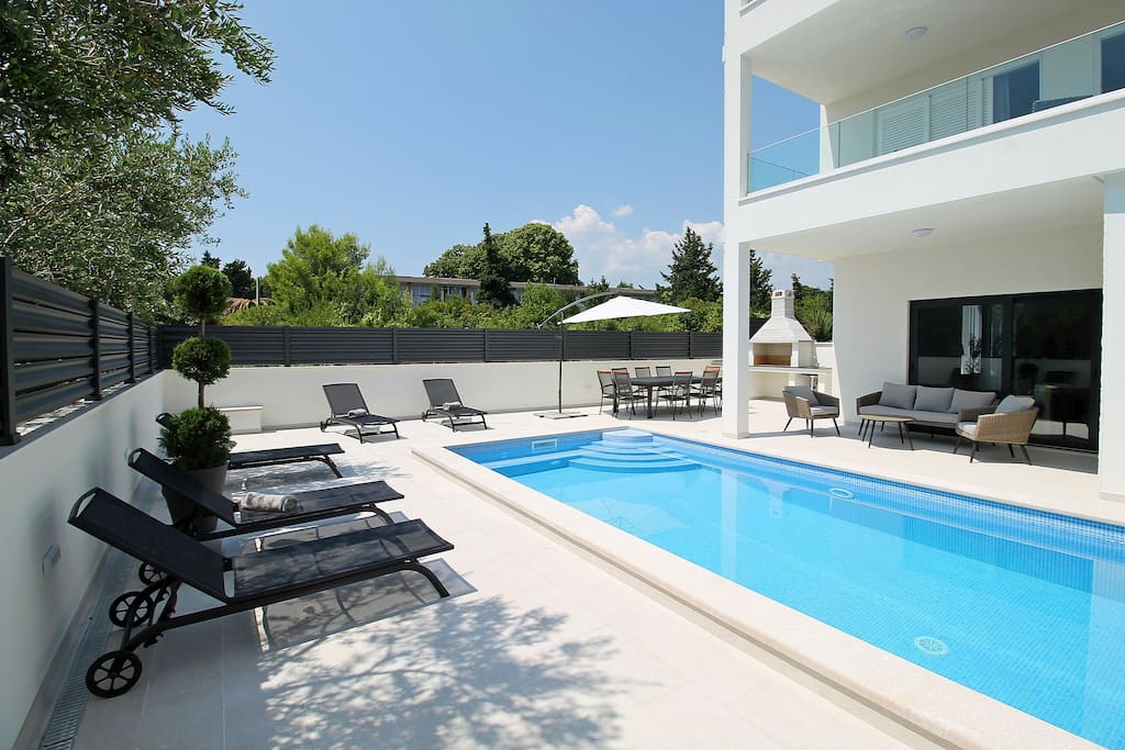 Heated pool with massage 7,5m x 3,5m with sun deck