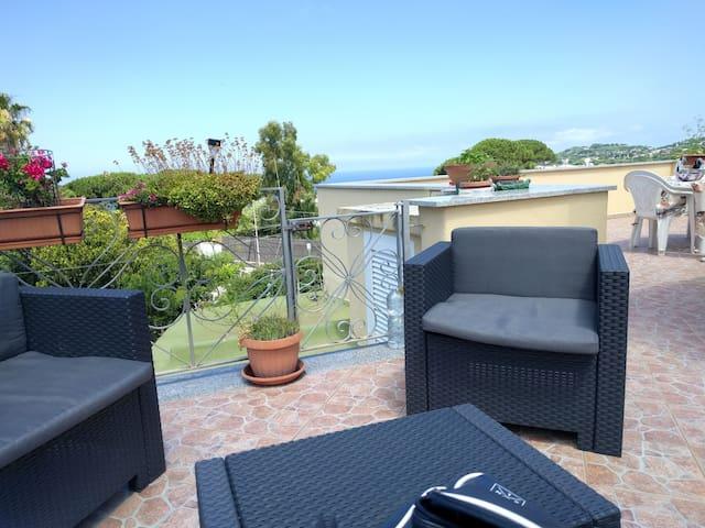 Casa 4 posti con terrazzo panoramico vista mare