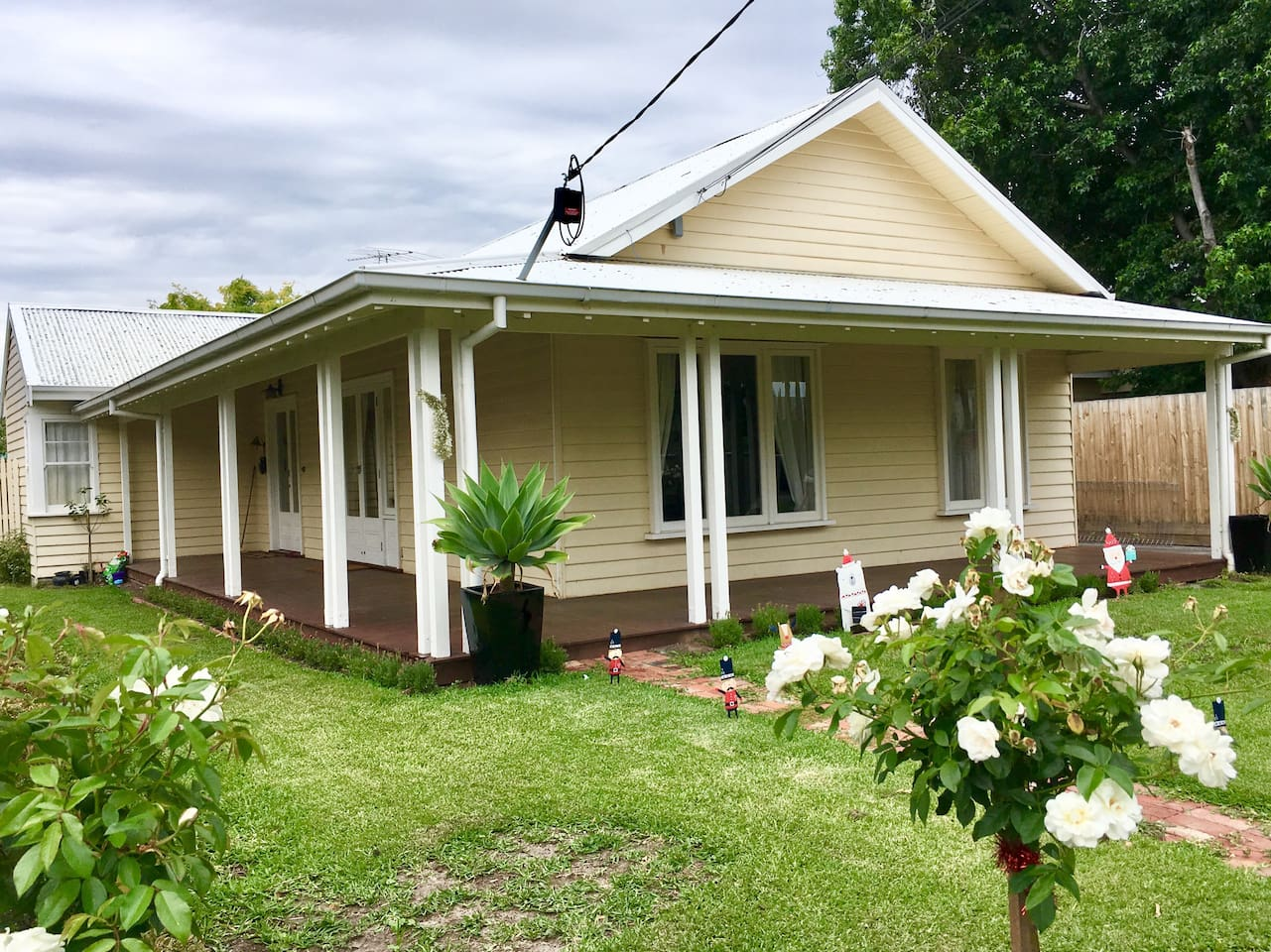 """A classic """"Hamptons"""" weatherboard - perfect for your bayside holiday"""