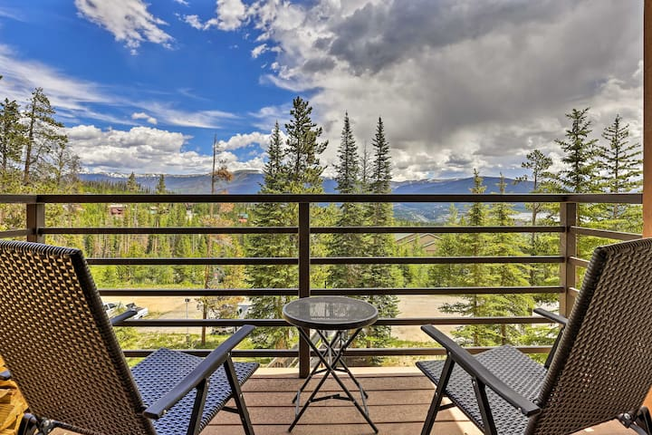 The vacation rental features a prime location close to skiing, hiking, and more.