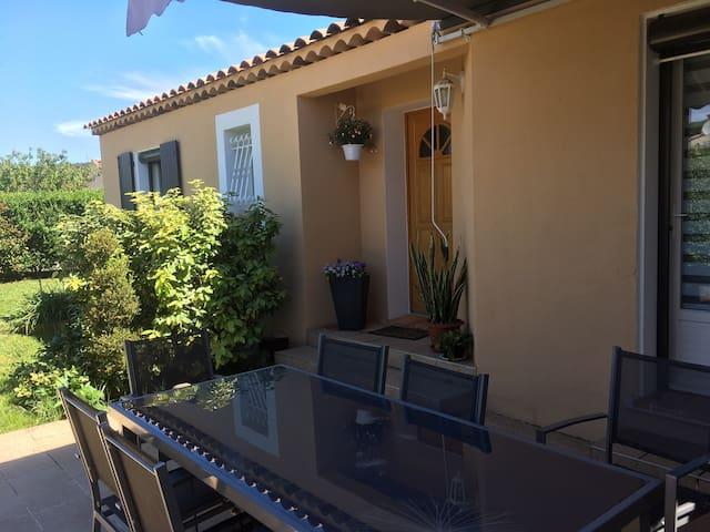 Villa provençale au bord du Verdon ,calme ,verdure