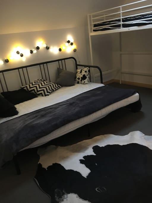Chambre parentale avec lit superposé