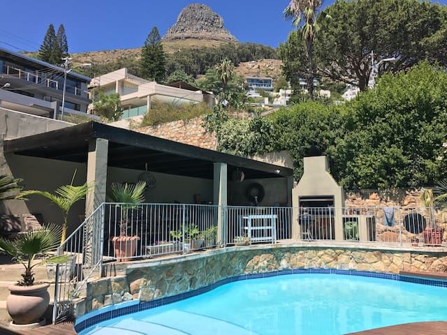 Summer outdoor living and entertaining - Cape Town - House