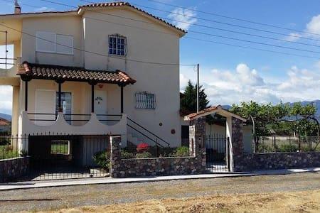 AgiosSerafimCountryHouse