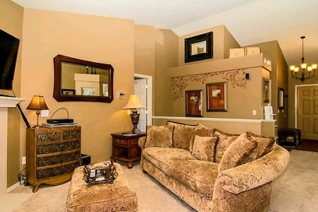 Ranch Style Home In Monument Colo-Sleeps Up To 18+