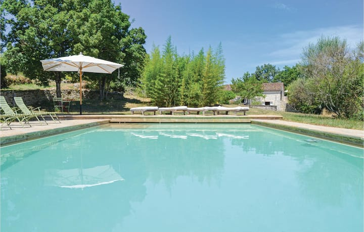 Stunning home in Carnac-Rouffiac with Outdoor swimming pool, WiFi and 7 Bedrooms