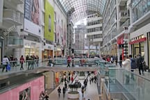 20min walk to Dundas square & Eaton Centre mall.