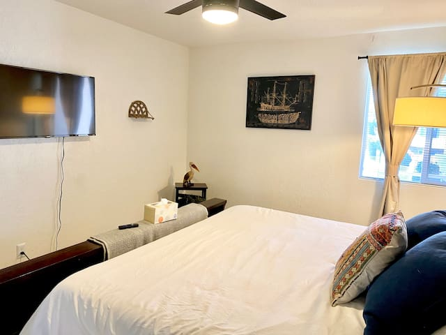 1 Bedroom with HBO MAX