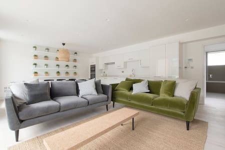 The Curtain 6 (1) - 3 Bed - London - Apartment