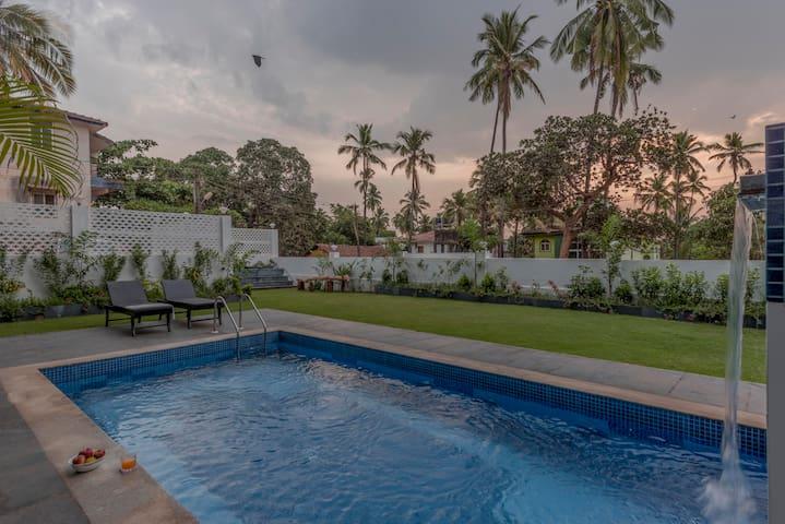 Sea View Penthouse On Candolim Verem Road, 4 BHK - Goa Norte - Apartamento com serviços incluídos