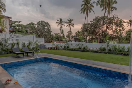 Sea View Penthouse On Candolim Verem Road, 4 BHK - North Goa - Service appartement