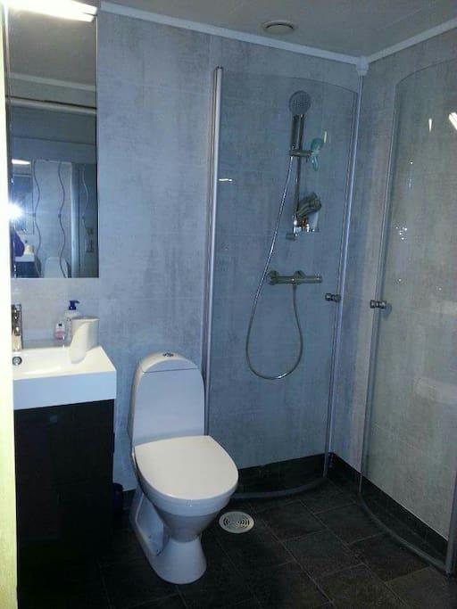 Nytt & frech Badrum/dusch/vaskrum