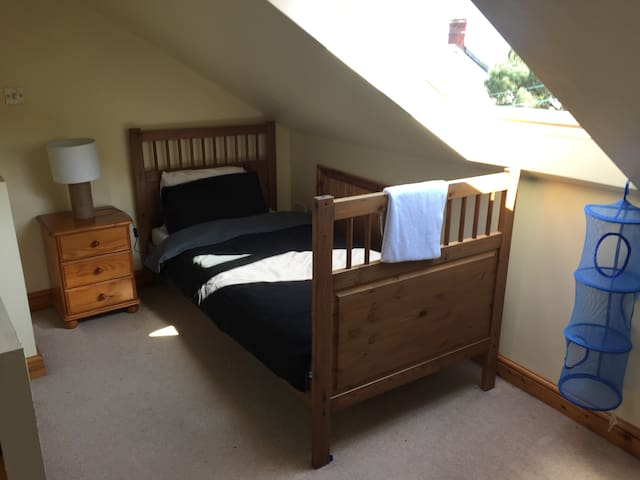 Vegan Double room 2 singles (house can sleep 4)