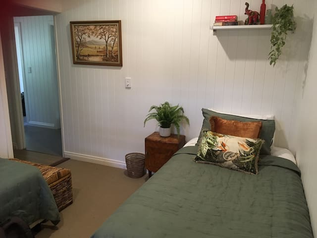 Cosy granny flat with 2 single beds in Eumundi