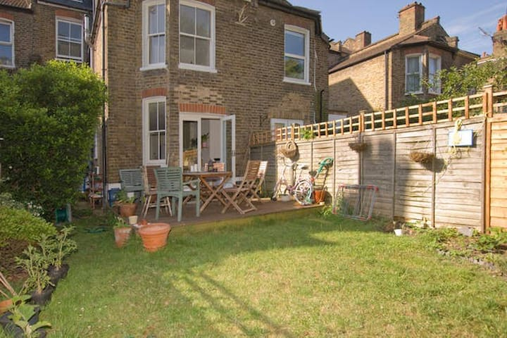 Huge family room, period house, cool area