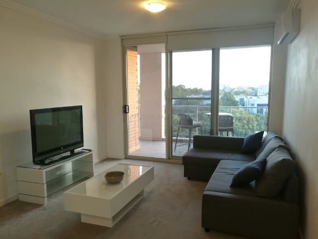 PARRAMATTA MODERN RIVER VIEW 2BR  WITH 2 PARKINGS - Parramatta - Apartemen