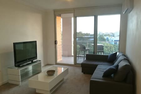 PARRAMATTA MODERN 2 BR FLAT WITH DOUBLE PARKING - Parramatta - Apartment