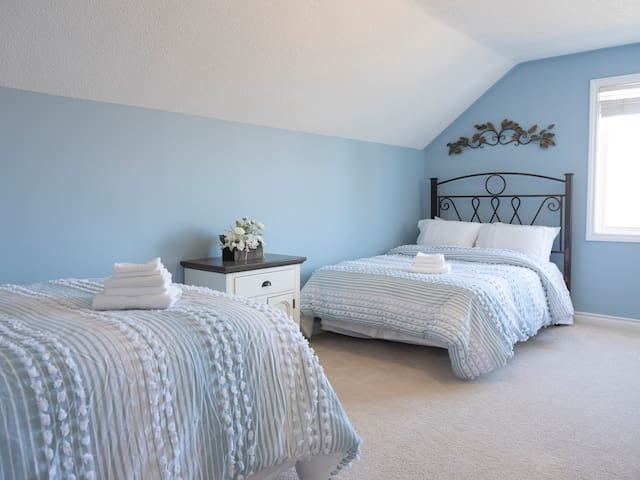 Upstairs bedroom with (2) queen size beds
