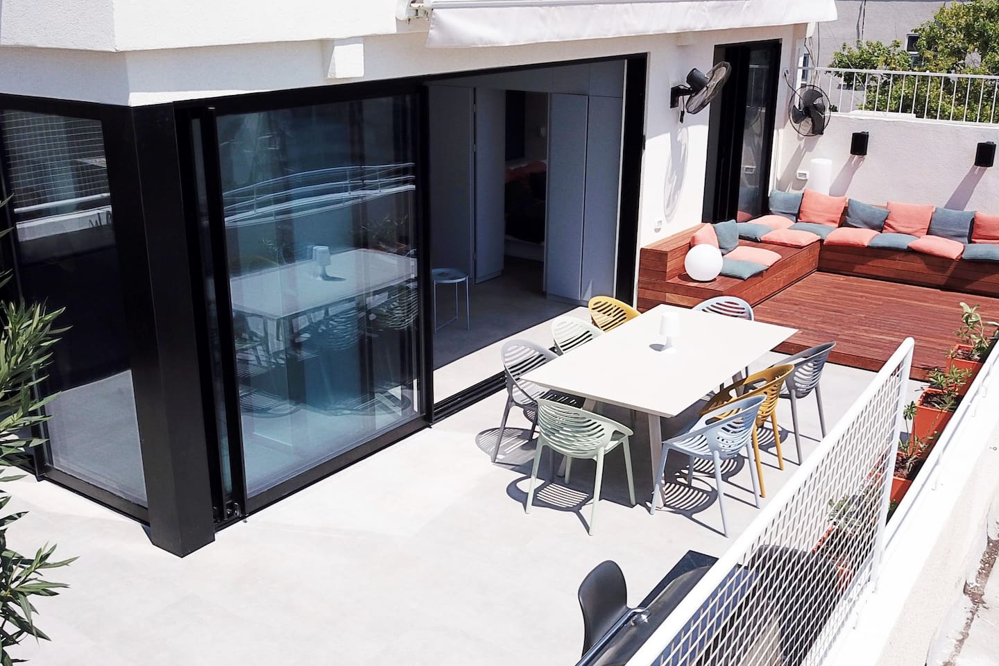 The inside living space blends seamlesslely with the 60m roof terrace with expandable dining table, large deck, built-in gas BBQ and utility area.  Enjoy cityscape views across the Tel Aviv skyline from the terrace.